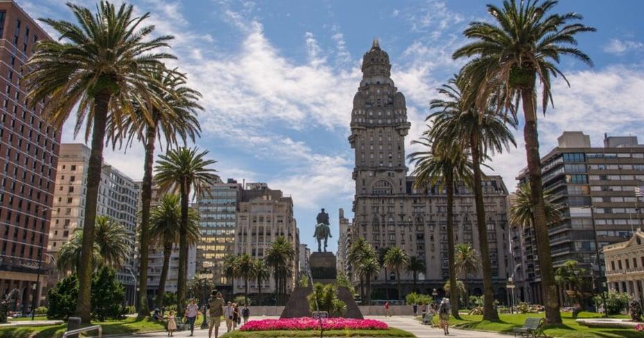 lugares para invertir en Uruguay, Independencia Square, Montevideo