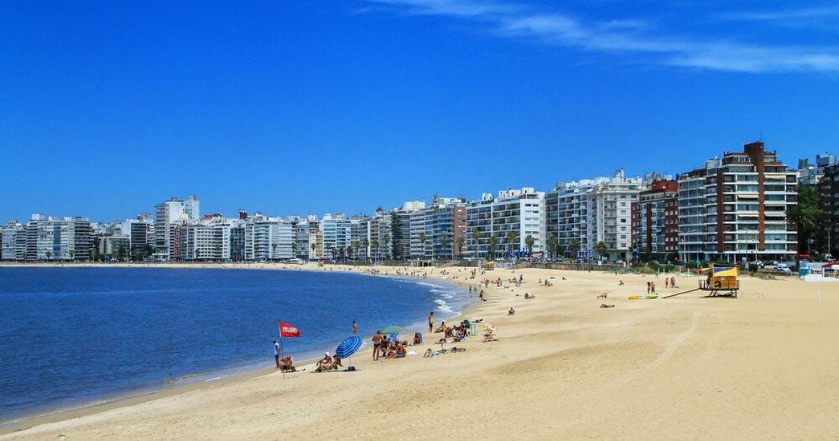 paisaje playa en el barrio de montevideo pocitos
