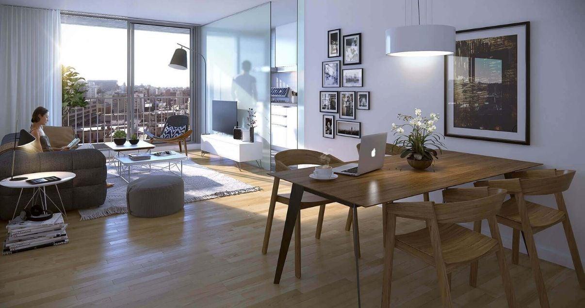 Living con mesa, sillas y ventanal luminoso de un apartamento en edificio Dómini Roxlo del estudio de arquitectos Pablo Szames