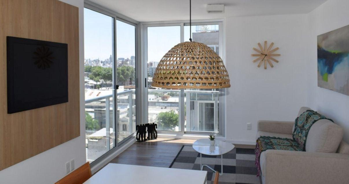 Living de un apartamento en el edificio Nostrum Plaza del estudio de arquitectos Christoff + De Sierra